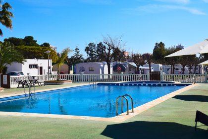 Piscina adultos y piscina infantil